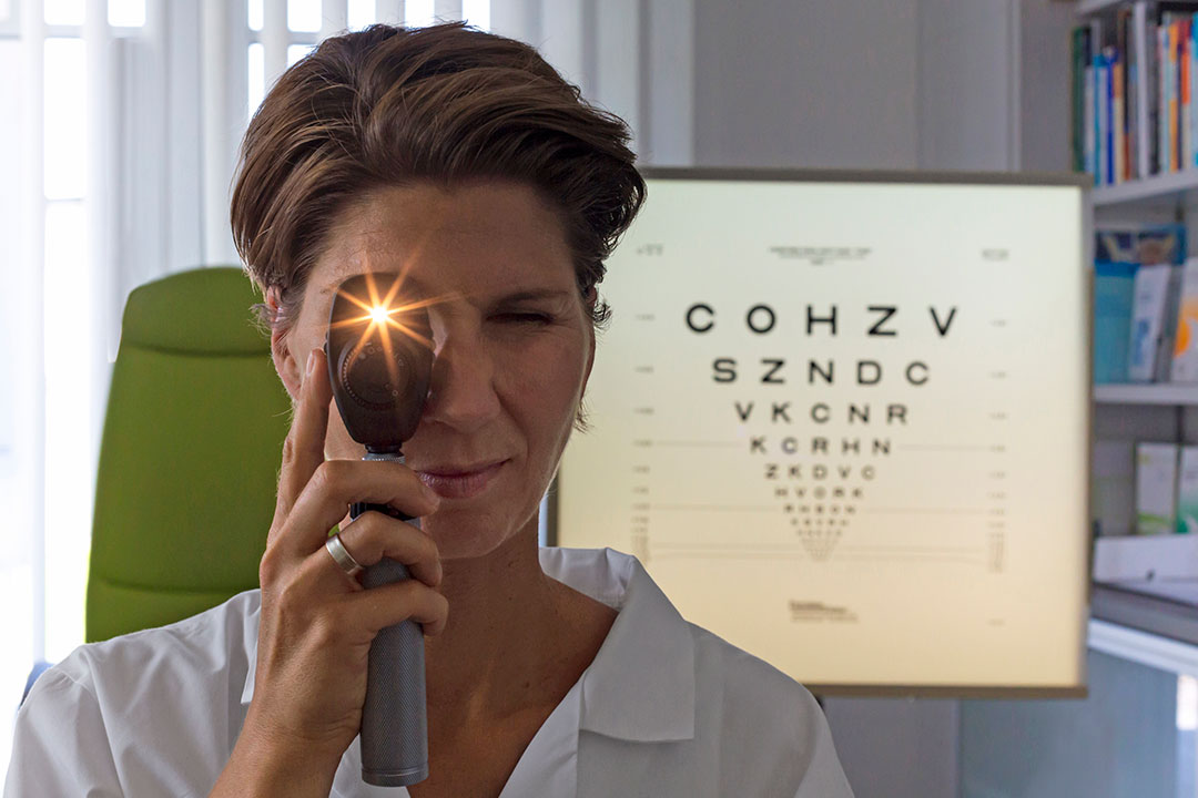 Sudden Appearance Of Floaters And Flashes Can Signal Serious Eye Issues Vital Signs Ucla Health Los Angeles Ca